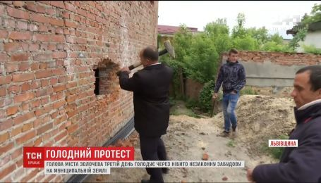 Мэр Золочева третий день голодает из-за якобы незаконной застройки на муниципальной земле