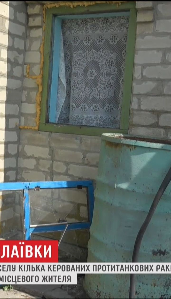 От обстрела Николаевки пострадали двора и заборы местных жителей