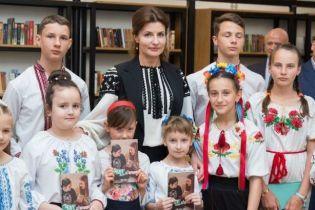 Черным по белому: Марина Порошенко в вышиванке приехала на Одесчину