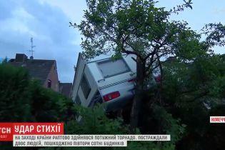 В Германии внезапный торнадо побил стекла в домах и разбил десятки машин