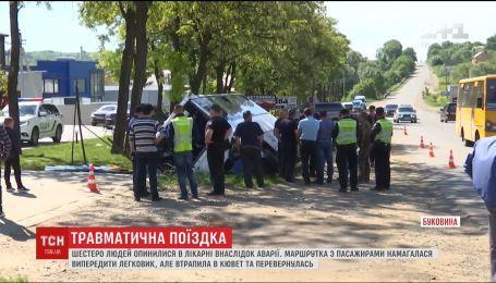 Біля Чернівців перевернулася маршрутка, є постраждалі