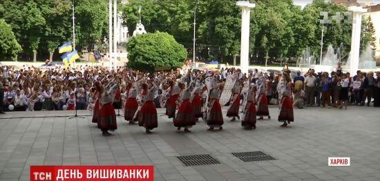 Україна розквітла вишиванками: національний дрес-код забарвив міста і села