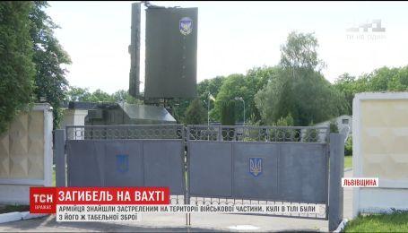 Військового знайшли застреленим на вартовому посту на Львівщині