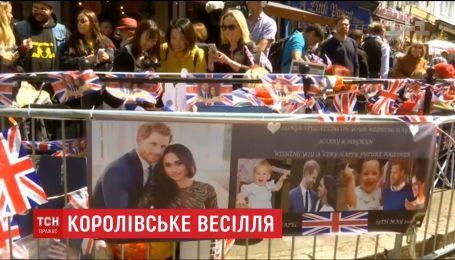 Тысячи туристов съезжаются в Британию, чтобы увидеть королевскую свадьбу