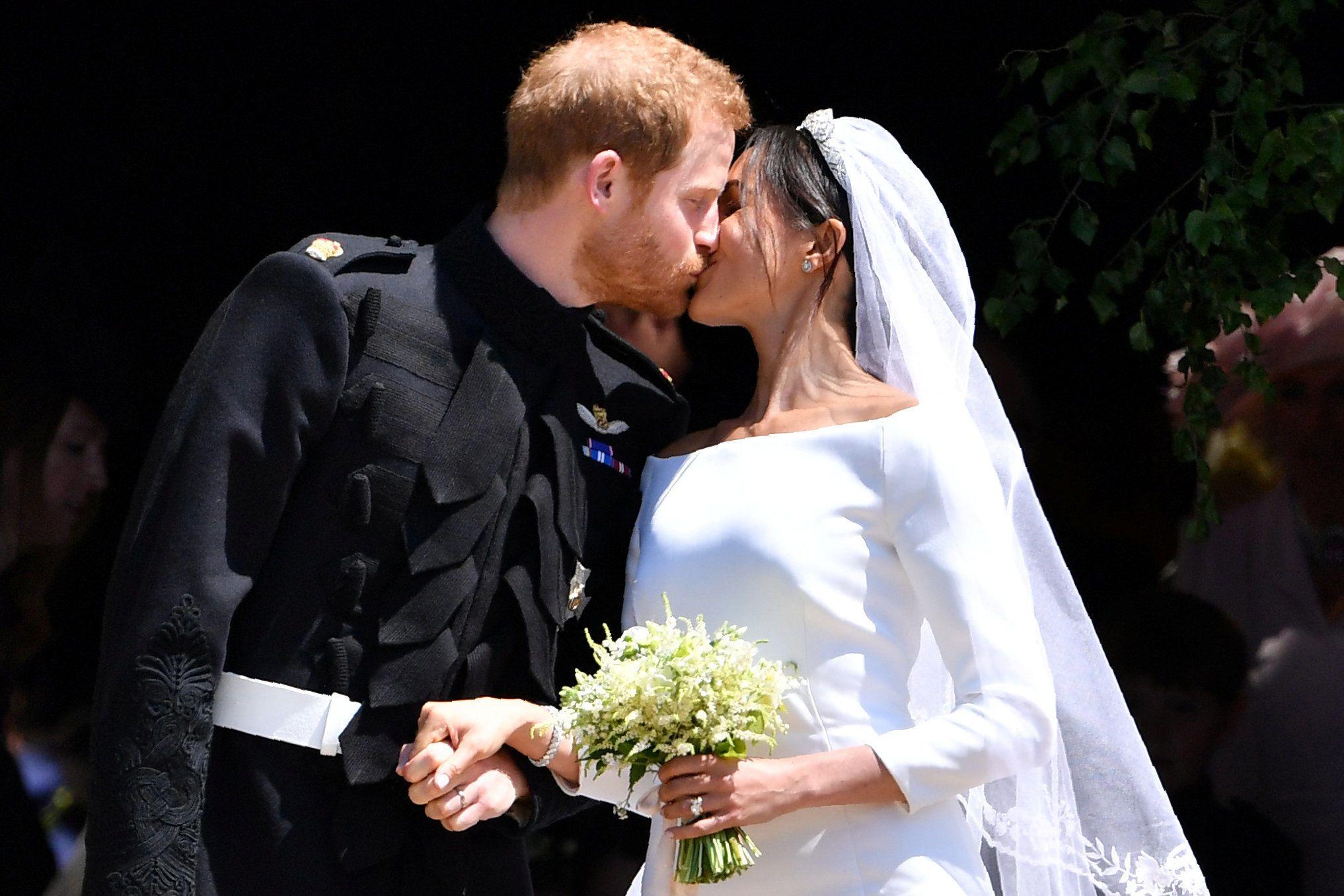 Перший поцілунок принца Гаррі та Меган Маркл