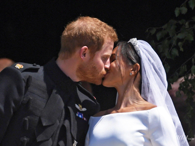 Поцелуй принца Гарри и Меган Маркл_4