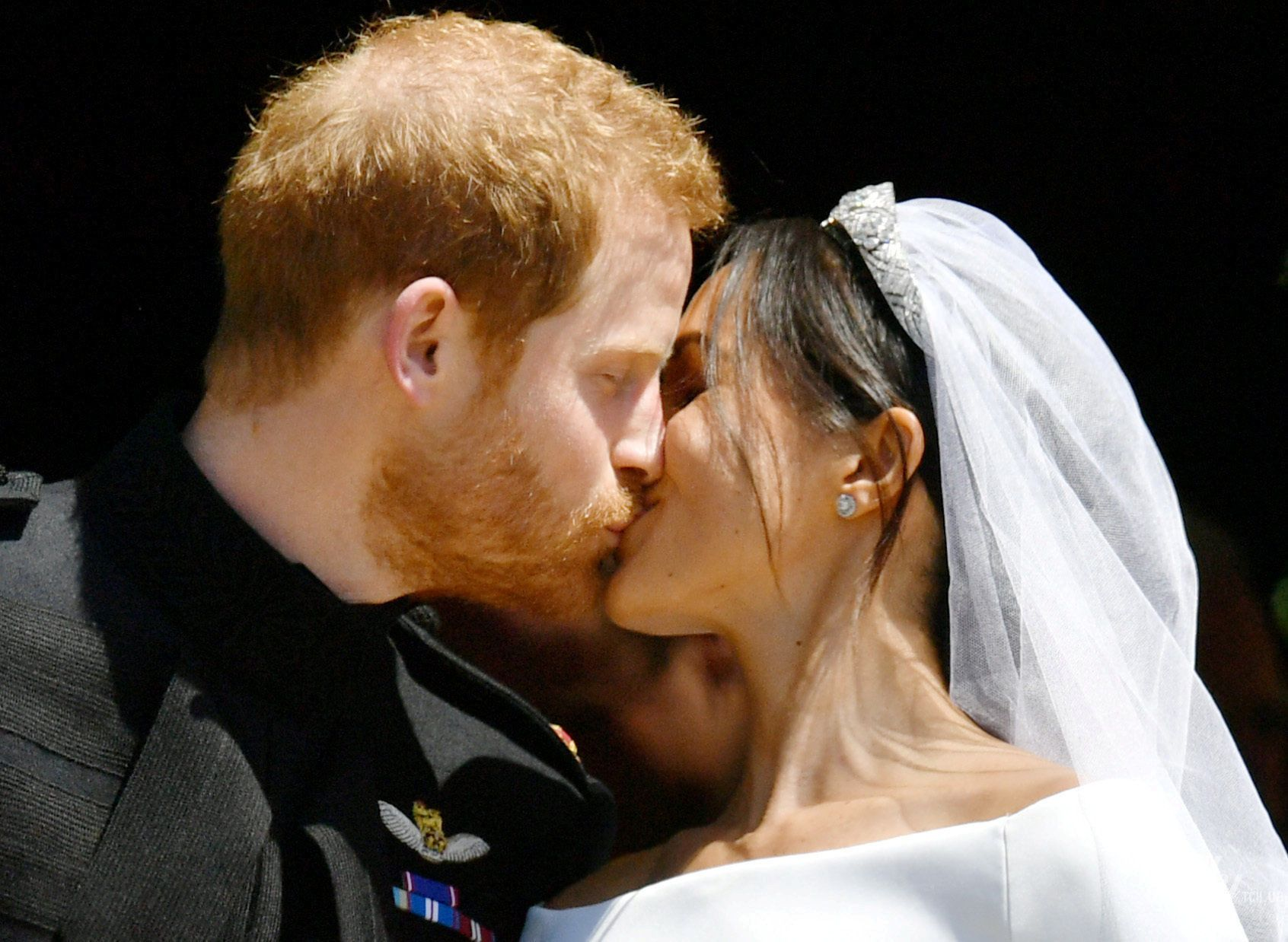 Поцелуй принца Гарри и Меган Маркл_7