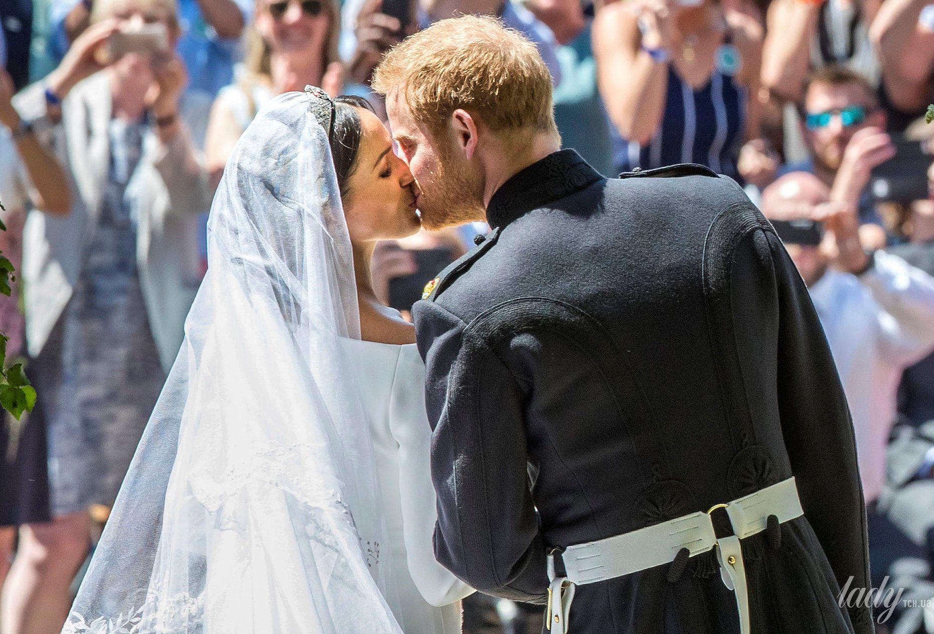 Поцелуй принца Гарри и Меган Маркл_10