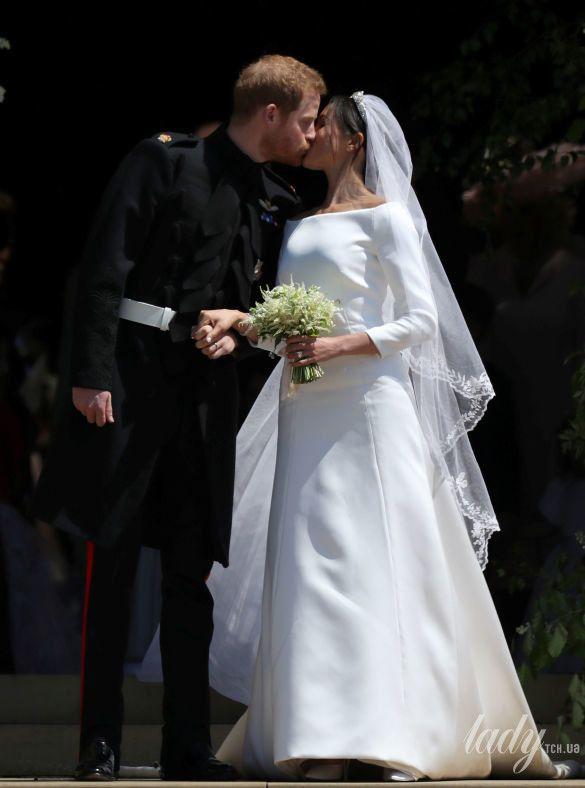 Поцелуй принца Гарри и Меган Маркл_9