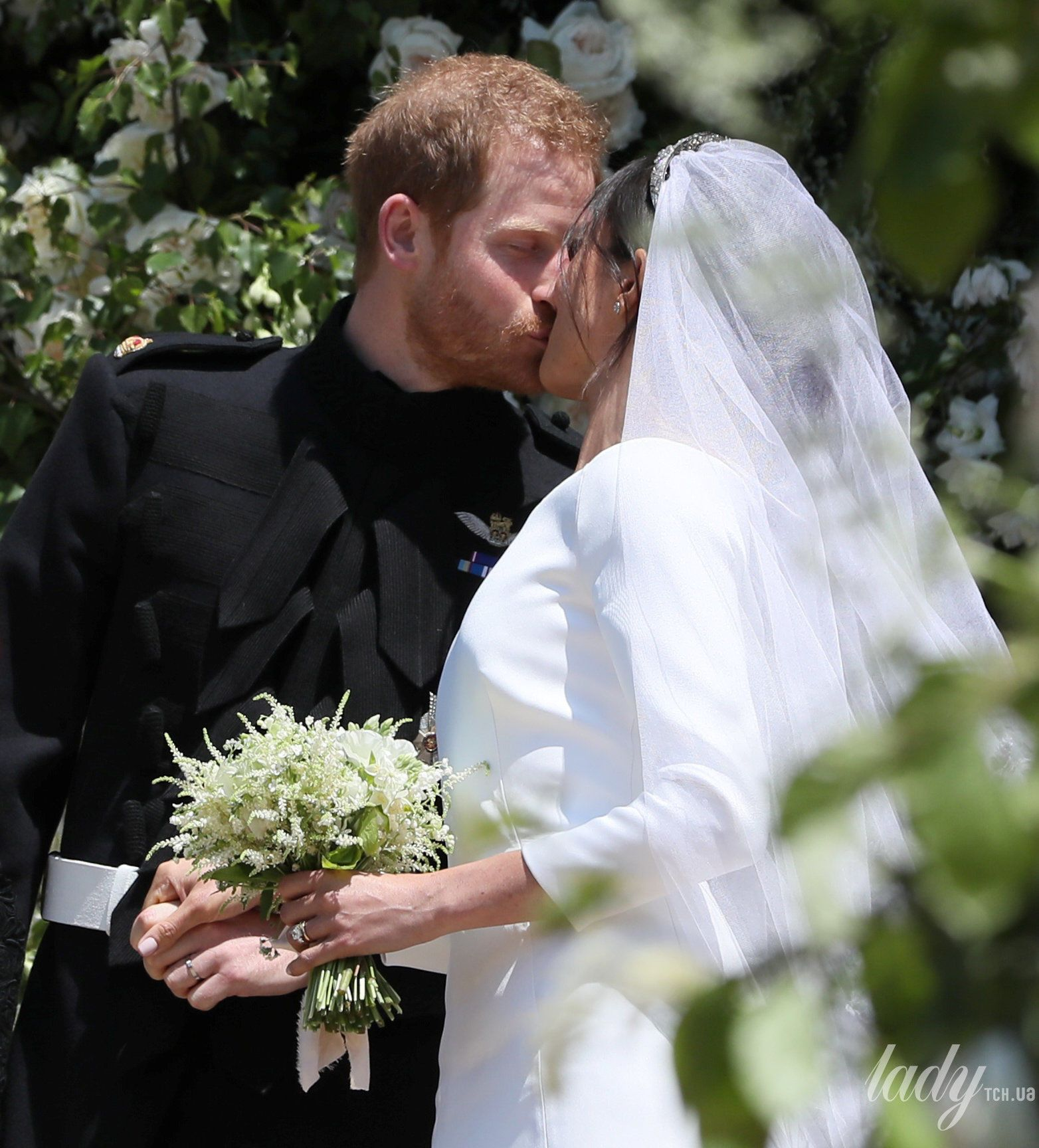 Поцелуй принца Гарри и Меган Маркл_8