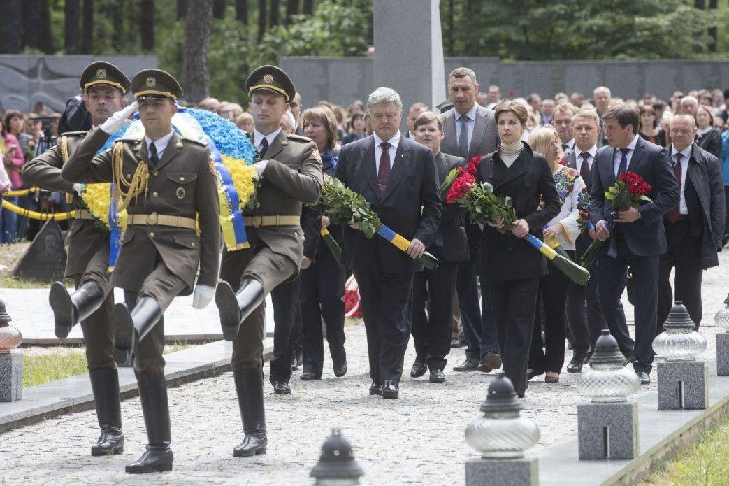 Порошенко, День вшанування жертв політичних репресій, Биківня_2