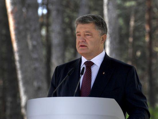Порошенко обещает внести в Раду изменения к Конституции относительно вступления в ЕС и НАТО
