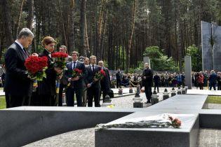 Вихід із зони тяжіння Російської імперії. Порошенко вшанував жертв політичних репресій