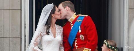 Две свадьбы и два поцелуя: как британские принцы целовали своих жен