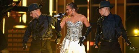В прозрачном платье, сверкающем корсете и юбке за 80 тысяч долларов: битва образов Дженнифер Лопес