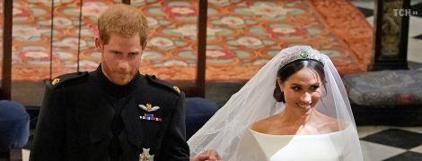 З чоловіком та в колі родини: опубліковані перші весільні портрети принца Гаррі та Меган
