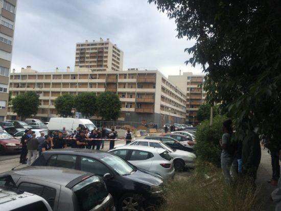 У Франції невідомі в масках з автоматів обстріляли натовп підлітків