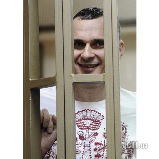 Понад 130 російських діячів науки і культури вимагають звільнити Олега Сенцова