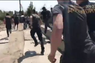 Подробиці кривавої бійки на Осокорках: на будмайданчику постраждали два десятка людей