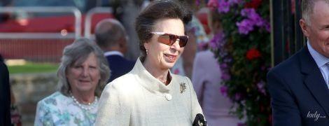 Весьма элегантна: дочь королевы Елизаветы II - принцесса Анна, посетила цветочную выставку