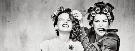 Мамина модница: Мила Йовович снялась в эффектном фотосете вместе со старшей дочерью