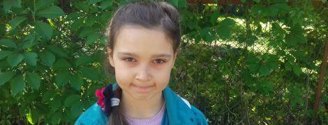 В немедленной помощи в лечении крайне редкого заболевания нуждается Анна