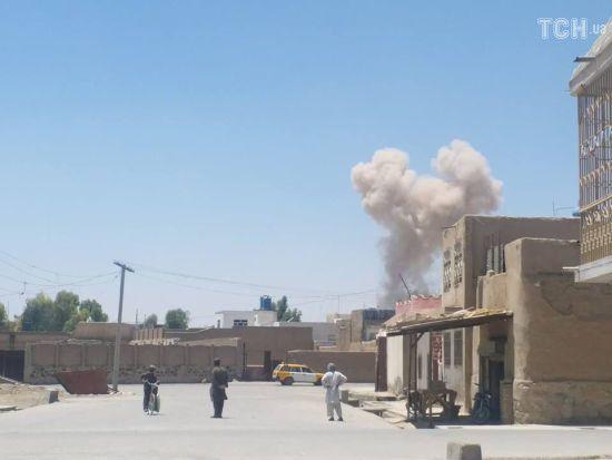 В Афганістані у поліцейському відділку підірвалось авто повне вибухівки. Більше десятка загиблих