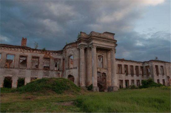 Руїни палацу в Ізяславі під загрозою нищівного обвалу