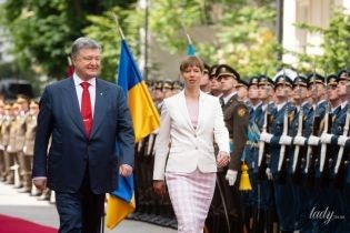 Стильная стрижка и наряд в розовых тонах: президент Эстонской республики Керсти Кальюлайд в Киеве