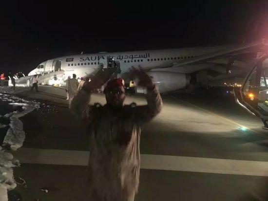 Екстрена посадка без шасі. У Саудівській Аравії жорстко приземелився лайнер із понад 150 пасажирами