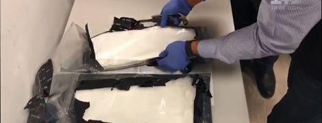 """У """"Борисполі"""" затримали українця з 4 кг кокаїну у валізі"""