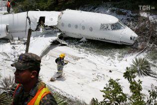 У Гондурасі після вильоту з аеропорту впав американський літак, є постраждалі