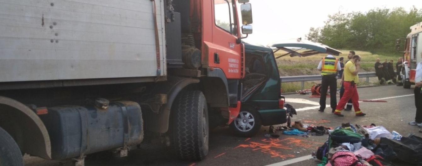 Жуткое ДТП в Венгрии: водитель во время движения вел онлайн в Facebook