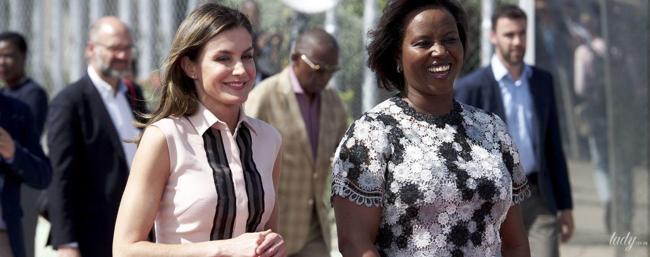 В интересной блузке и лаковых балетках: королева Летиция уже на Гаити