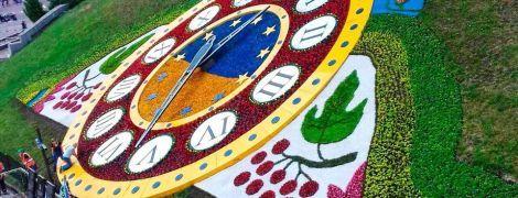 Обновленные цветочные часы на Майдане Независимости сломались сразу после открытия