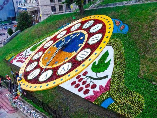 Оновлений квітковий годинник на Майдані Незалежності зламався одразу після відкриття