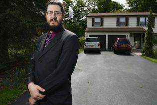 У США батьки подали в суд на свого 30-річного сина, який відмовляється йти з дому
