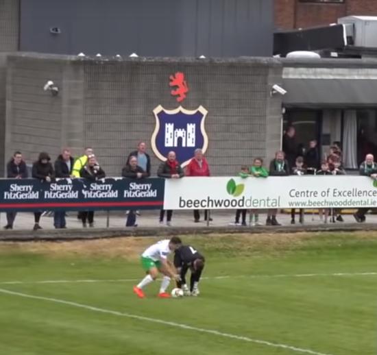 Коли шнурки виявилися твоїм ворогом: ірландський воротар пропустив дивний гол у чемпіонаті