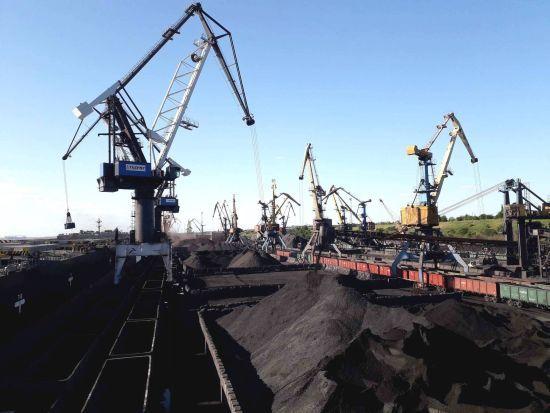 Детективи НАБУ прийшли з обшуками до морського порту на Одещині