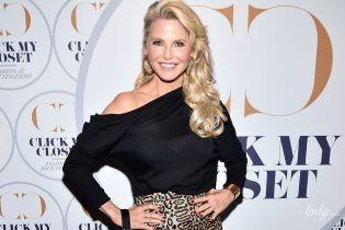 Она ослепительна: 64-летняя Кристи Бринкли вышла в свет в леопардовой юбке и с оголенным плечом