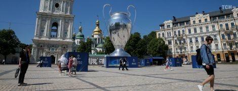 В центре Киева установили огромный трофей Лиги чемпионов
