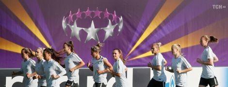 """Девушки на поле. """"Вольфсбург"""" и """"Лион"""" размялись на стадионе Лобановского перед финалом Лиги чемпионов"""