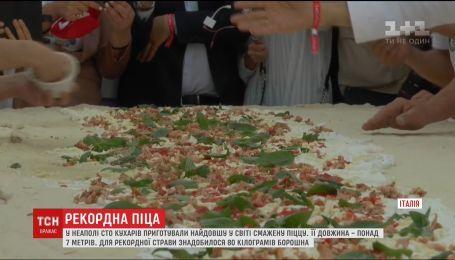 В Неаполе повара приготовили самую длинную в мире жареную пиццу