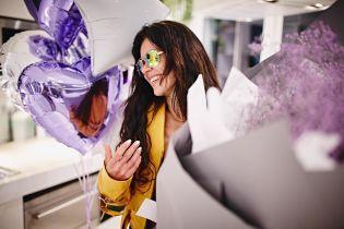 Эффектная Руслана в лифчике и желтой косухе показала, как ее поздравили с днем рождения