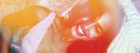 В кружевном белье и с улыбкой: Ирина Шейк опубликовала пикантное фото