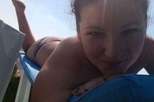 Вихователька з Рівненщини, яку звільнили за фото у купальнику, оголосила флешмоб