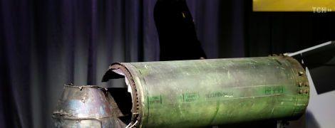 """У Гаазі показали російську ракету ЗРК """"Бук"""", якою вбили 298 людей на борту MH17"""