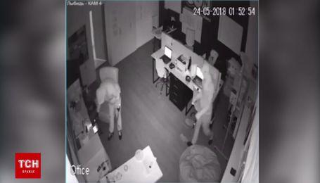 В Киеве злоумышленники в масках ограбили 15 офисов в бизнес-центре