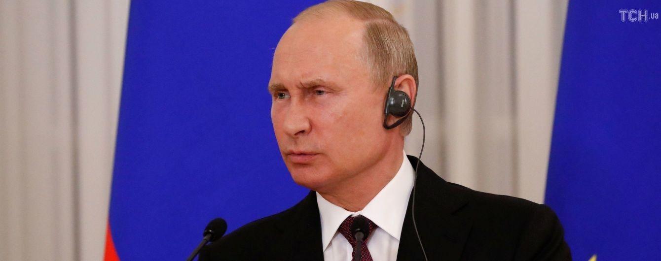 """Путин ушел от ответа на вопрос, почему он врал о """"зеленых человечках"""" в Крыму"""
