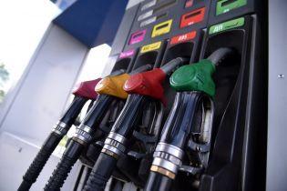 Сколько стоит заправить авто на АЗС утром 6 июня